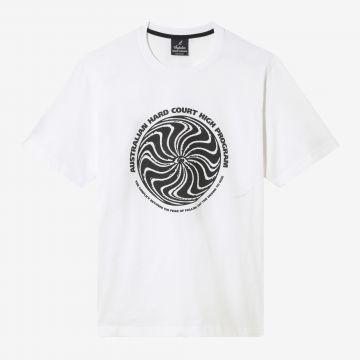 Australian Hard Court T-shirt oeuvre le conflit sur le devant | blanc